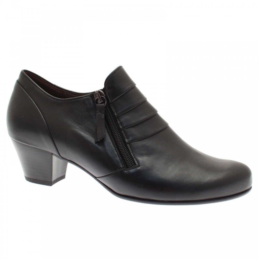 Mid Heel Women's Shoes When you'd like a little extra height without compromising on comfort, a mid-heeled shoe is the perfect option. Our fantastic selection offers smarts and casuals, meaning you are sure to find comfort, style and value all in one place.